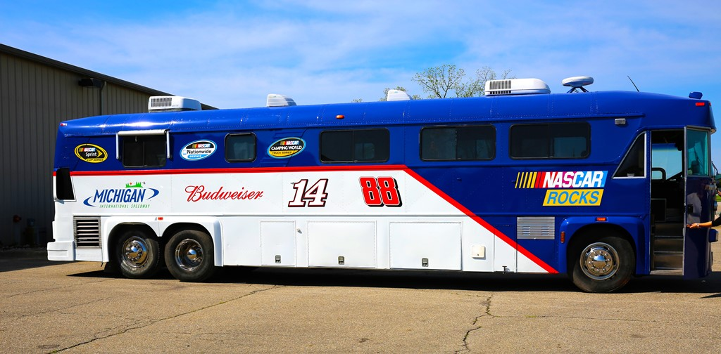 mis transforms a motorcoach for its annual extreme bus makeover. Black Bedroom Furniture Sets. Home Design Ideas